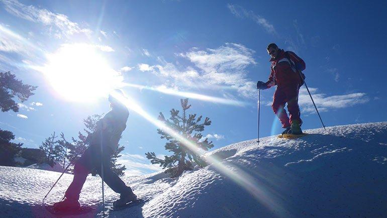 Las raquetas de nieve y su imprescindible ayuda