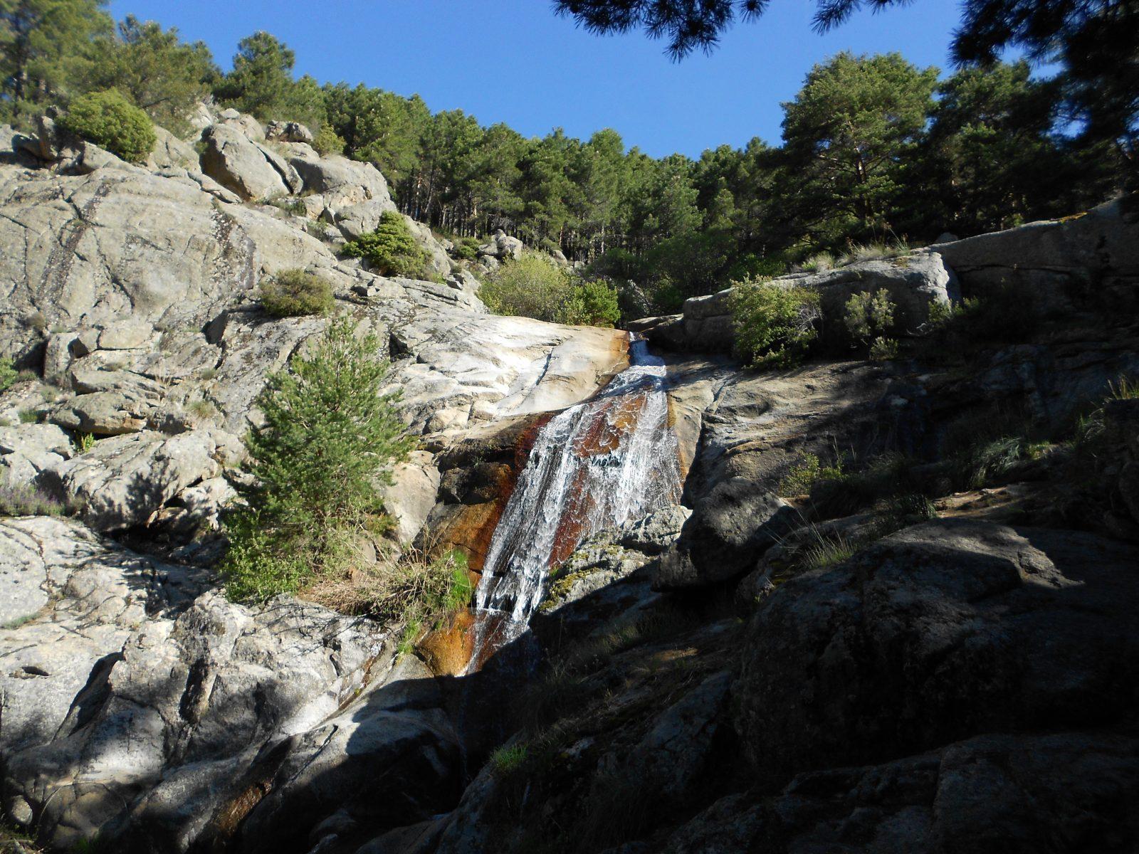 Senderismo en cascada del Hornillo